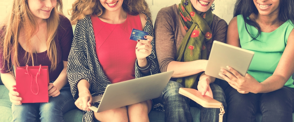 women consumers online shopping