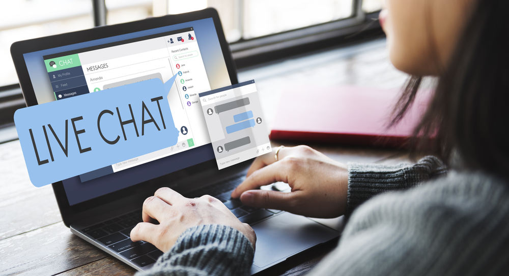 Shutterstock_414383275  Live Chat Chatting Communication Digital Web Concept