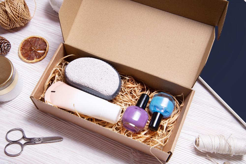 Shutterstock_1478766938 Brown carton box, Beauty Subscription Box