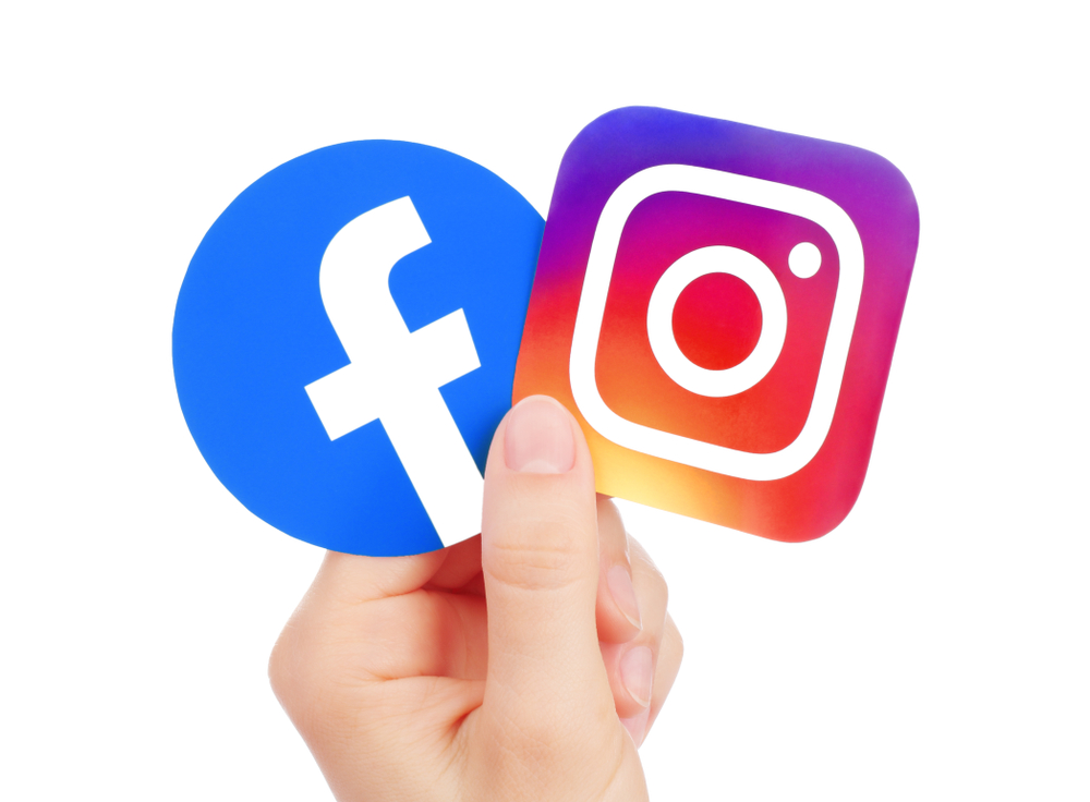 Shutterstock_1428088466 Kiev, Ukraine - May 15, 2019: Hand holds new Facebook logo and Instagram printed on paper. Instagram is a photo and video-sharing social networking service owned by Facebook.