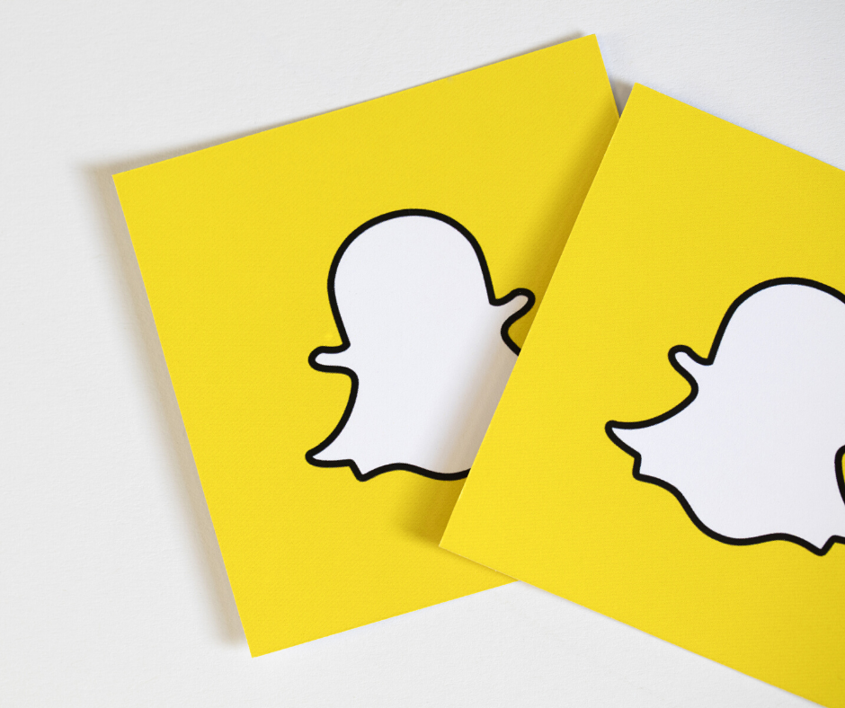 Shutterstock_529584733 OXFORD, UK - DECEMBER 5th 2016: Snapchat logos printed onto paper. Snapchat is a popular social media application for sharing messages, images and videos