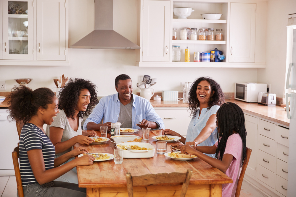Shutterstock_714538051 Family With Teenage Children Eating Meal In Kitchen