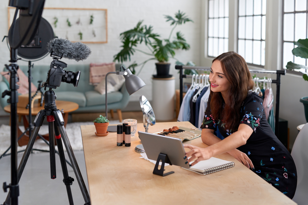 Shutterstock_1149517025 Woman recording content for her lifestyle blog vlog, modern businesswoman using social media for marketing