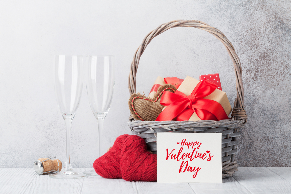 Shutterstock_1283290498 Valentine's day greeting card with knitted hearts and gifts in basket. With space for your greetings