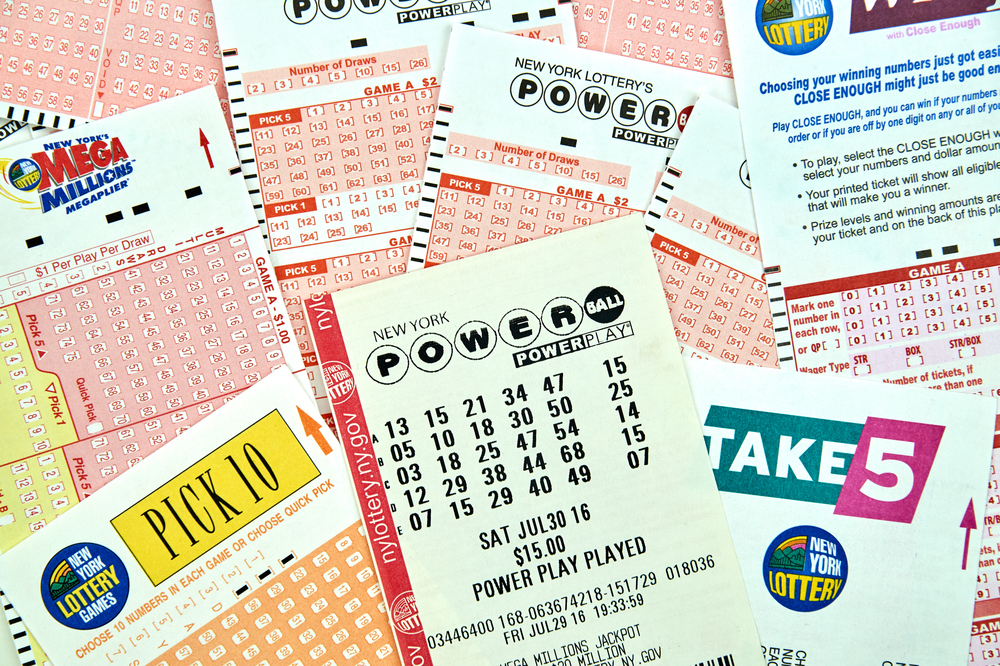 Shutterstock_568876501 MONTREAL, CANADA - DECEMBER 23, 2016 : Powerball New York lottery tickets. Powerball is an American lottery game offered by 44 states, the District of Columbia, Puerto Rico and the US Virgin Islands.