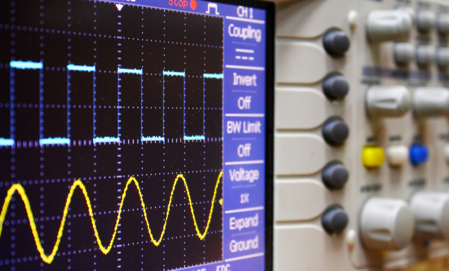 Digital and analog signals on an oscilloscope