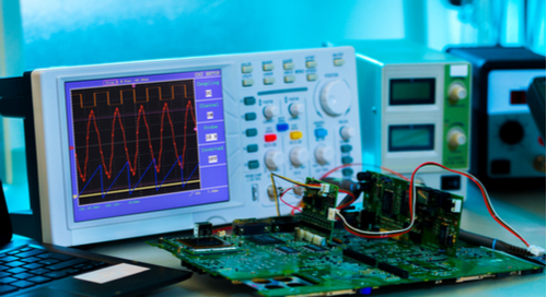 Signal integrity measurements with an oscilloscope during multi-board system assembly