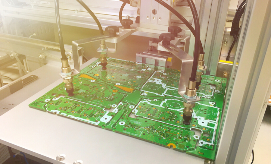 Vacuum working on several circuit boards at once