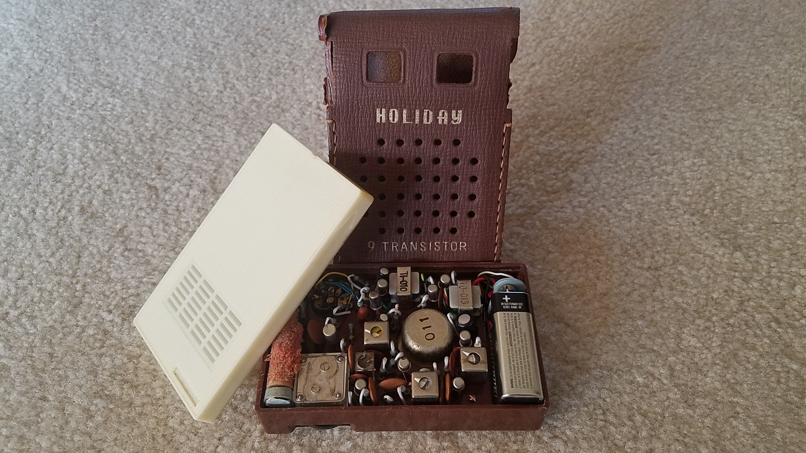 Picture of the 9 transistor Holiday radio