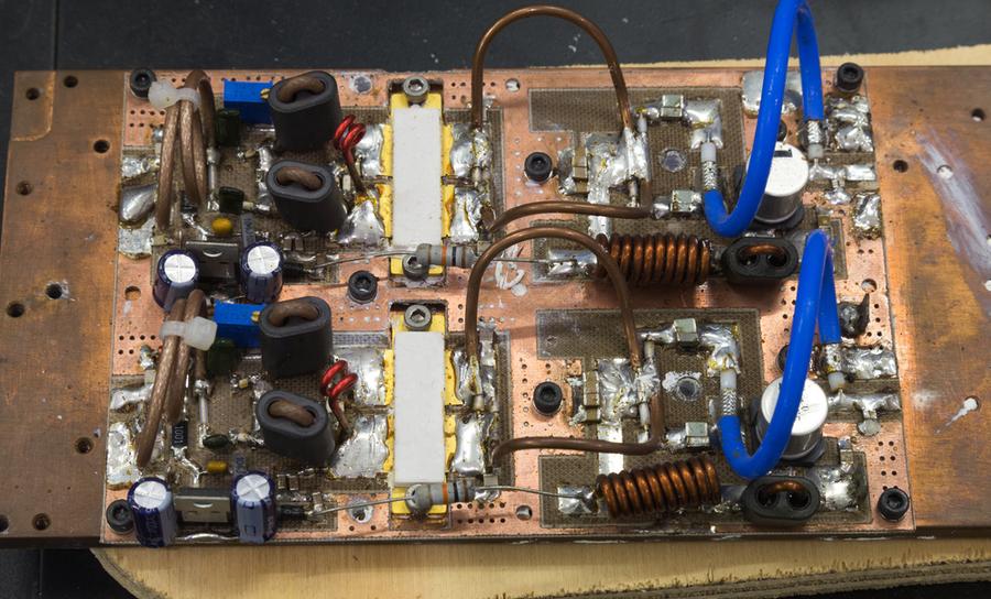 RF Amplifier circuit in enclosure