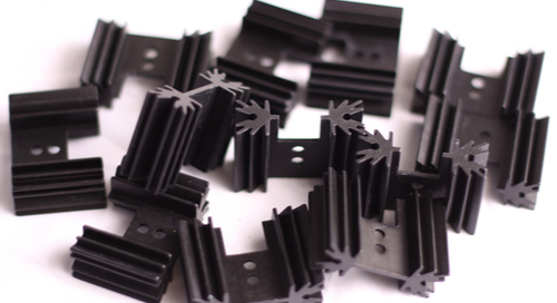 Heat sinks arranged in a small pile