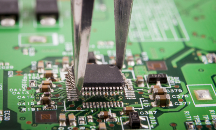Testing a microcontroller on a printed circuit board