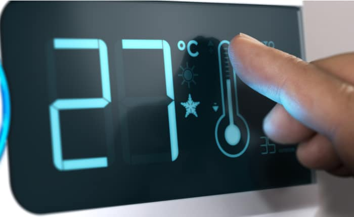 Controlling a thermostat with temperature hysteresis.