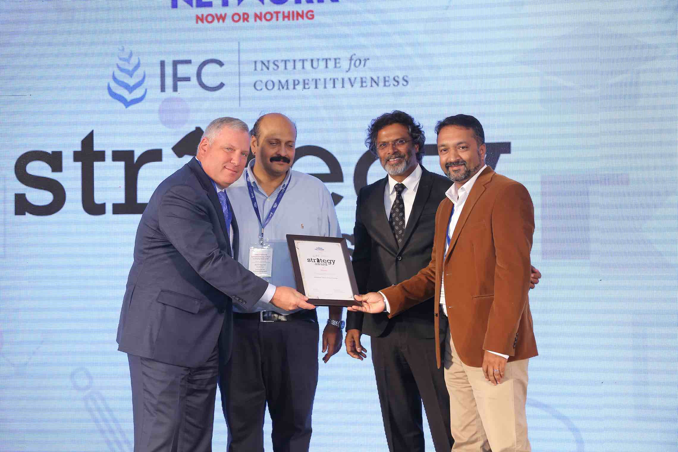 david-lesniak-fred-johns-from-personiv-recieves-ifc-strategy-award