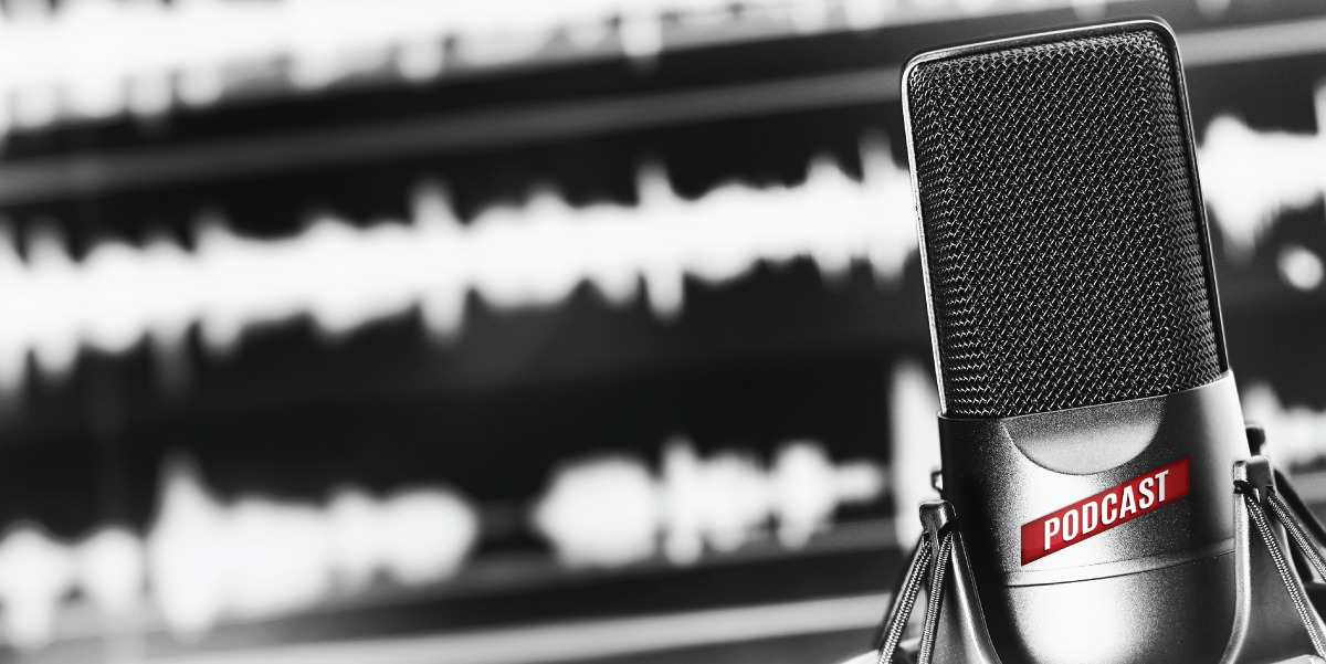 microphone with podcast label and recording software