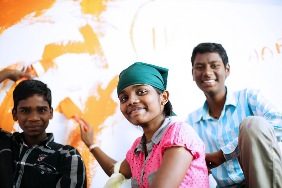 miracle foundation children painting a wall in india