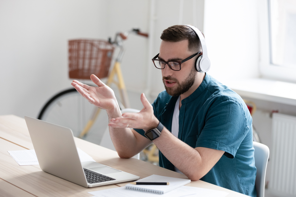 manager explaining how to stay focused while working remotely