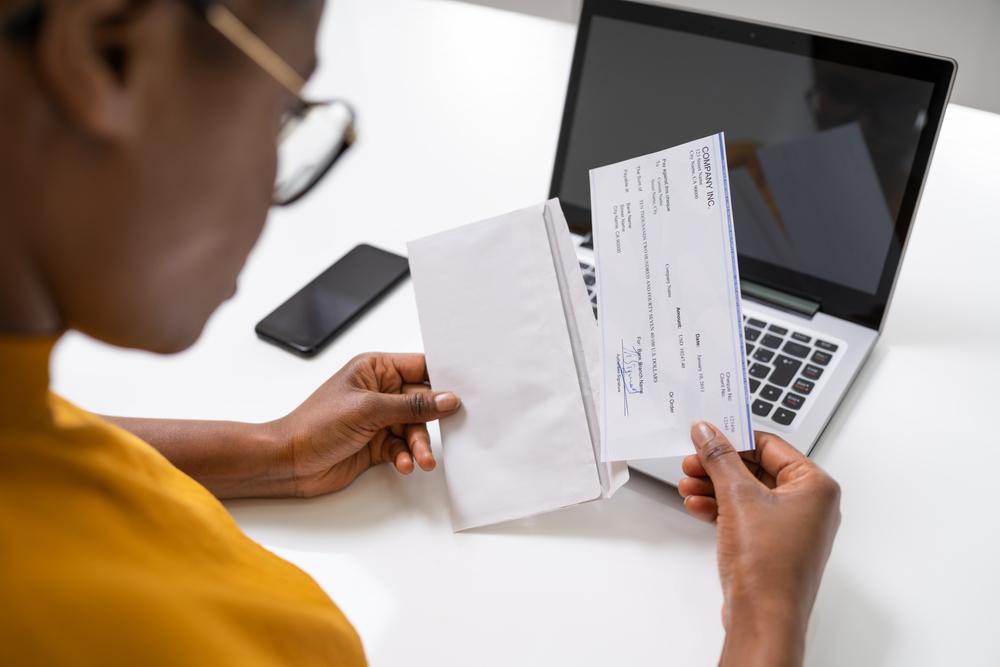 accountant managing payroll checks