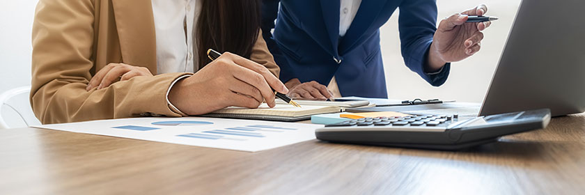 accountants dealing with accounts receivable challenges