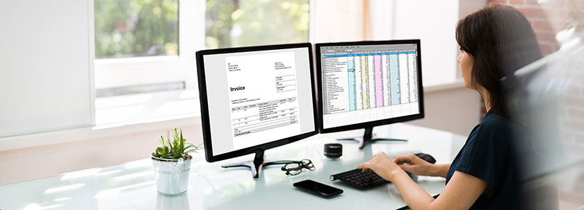 accountant following the best accounting best practices for invoicing chart