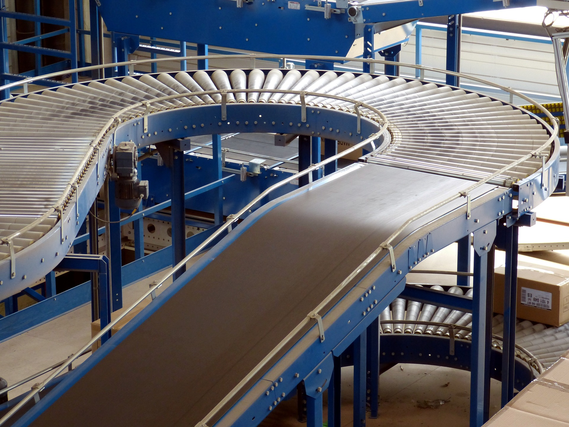 Image of a curving conveyor belt in a factory | TAB Bank