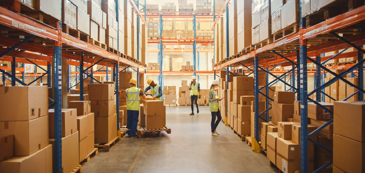 Optimizing for Supply Chain Resilience in 2022 - Warehouse with workers