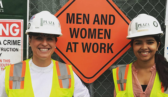Plaza-Women-in-construction