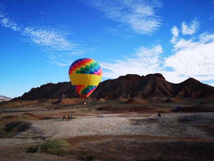 open grounds, hot air balloon