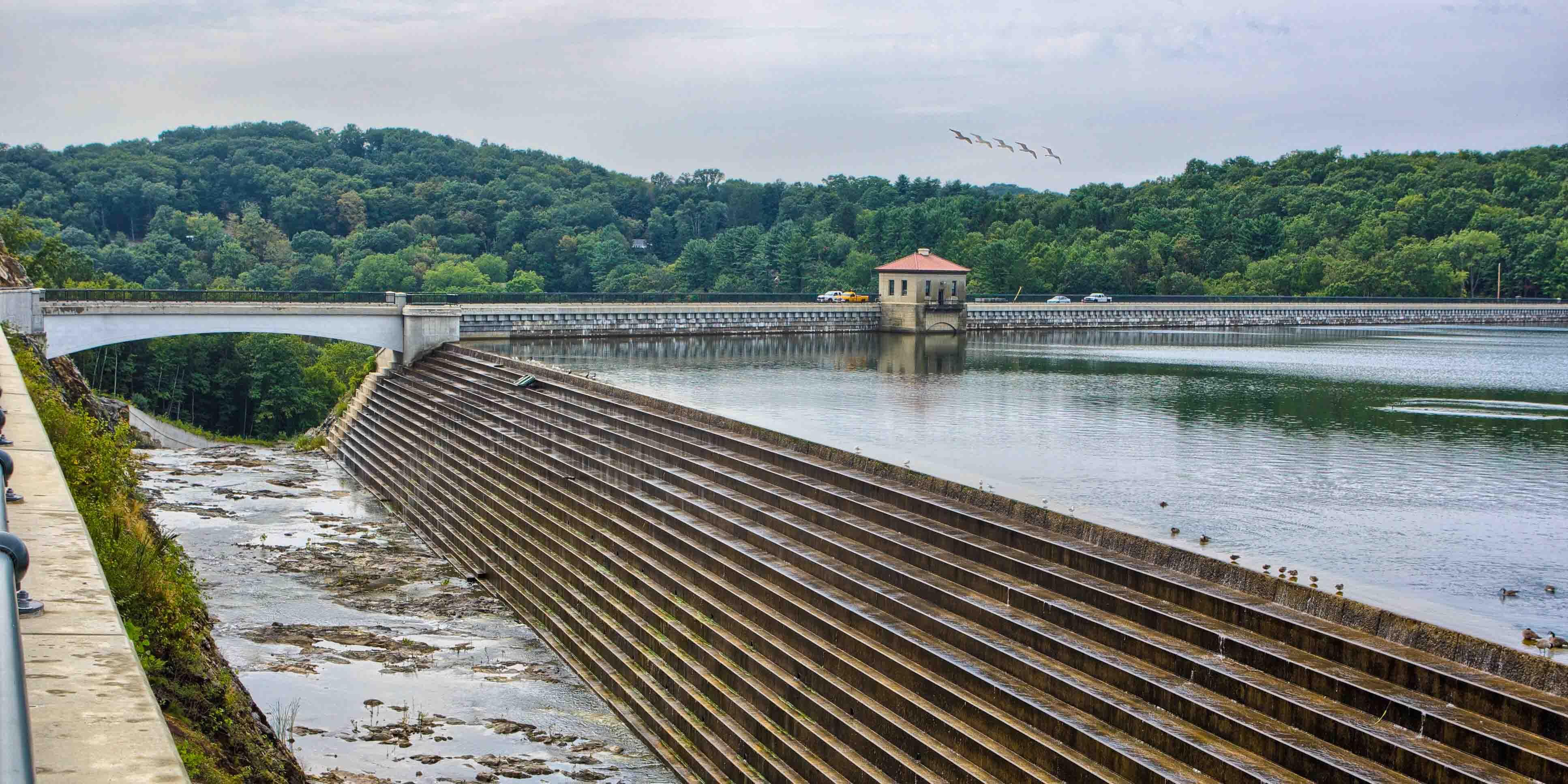 Brochure: Dams & Reservoirs