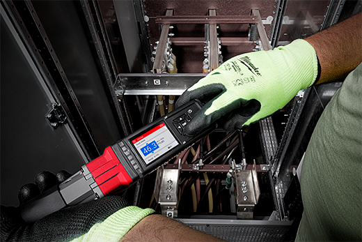 An electrical fasten is installed with a digital torque wrench