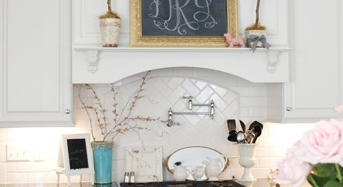Monogram + chalkboard lovers unite in this cute kitchen,...
