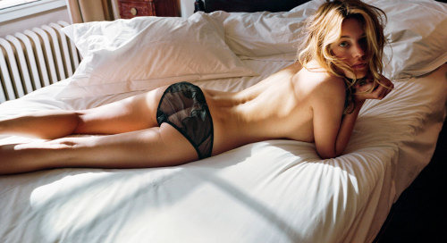 theclassyissue:  camille rowe