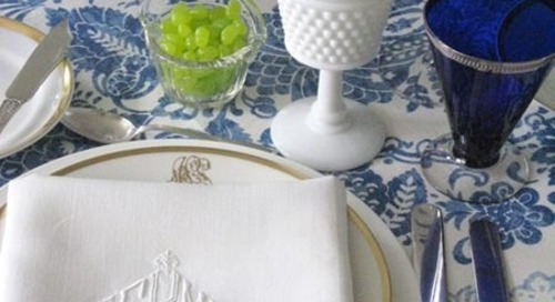 A little monogram table inspiration via http://bit.ly/R0bTGc