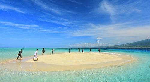 3 Pantai di Indonesia Dengan Fenomena Gosong Pasir Terindah!