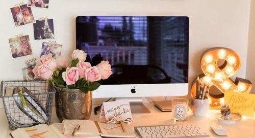 collegegirlwithpearls:  ampersands // pretty desks  Beautiful...