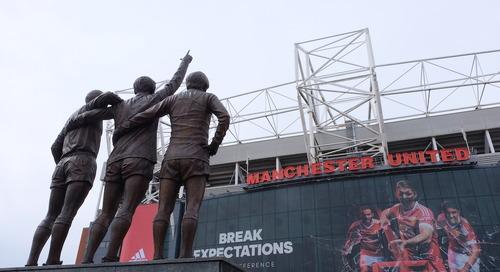 Membandingkan Tur Stadion Liverpool FC dan Manchester United