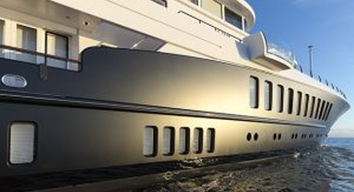 81m Feadship Air shows off dramatic new paint job
