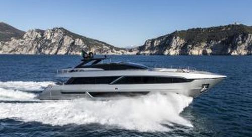 Riva 100 Corsaro on the water