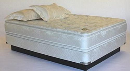 What are the advantages to having a zippered mattress cover?