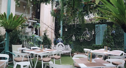 Emmy's Kitchen at Noor Hotel : Restoran Nuansa Romantic Garden