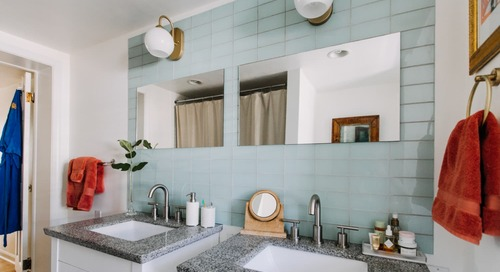 6 Smart Ways to Decorate the Space Between Your Sinks