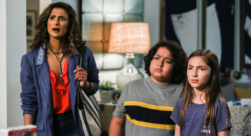 The Messy-Attainable Home in 'I Feel Bad' Makes Us Feel Better — Best TV Homes