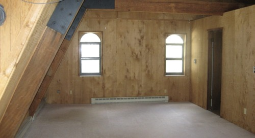 """Before and After: A Chic $200 Refresh of a """"Handyman Special"""" Bedroom"""