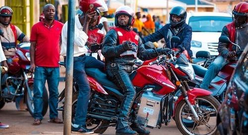 電動バイクがルワンダの大気汚染の軽減とドライバーの利益向上に貢献