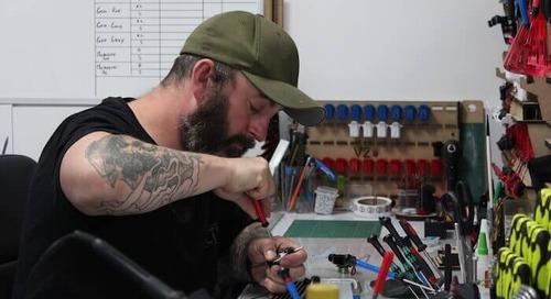 タトゥー マシンを英国のアーティストが自らの経験をもとに再デザイン