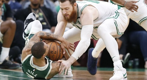 Aron Baynes picks up 2019-20 player option