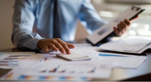Concilier des exigences contradictoires : Quatre façons de réduire les coûts tout en atténuant les risques liés aux biens