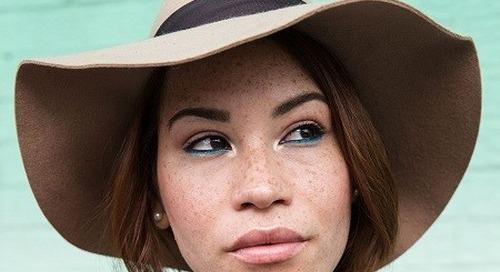 4 Cara Mengaplikasikan Eyeliner Warna-Warni