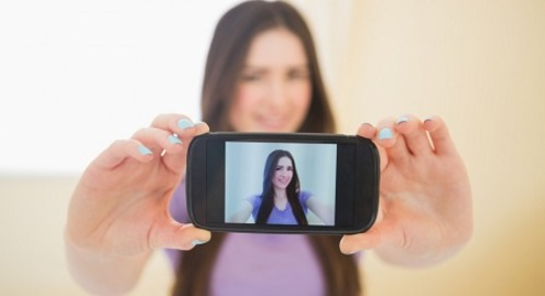 Hobi Selfie Mendorong Keinginan Untuk Operasi Plastik