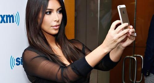 Kim Kardashian Punya Segudang Tips Untuk Selfie. Ini yang Terbaru